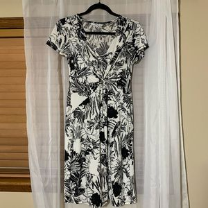 S black and white floral flowy dress